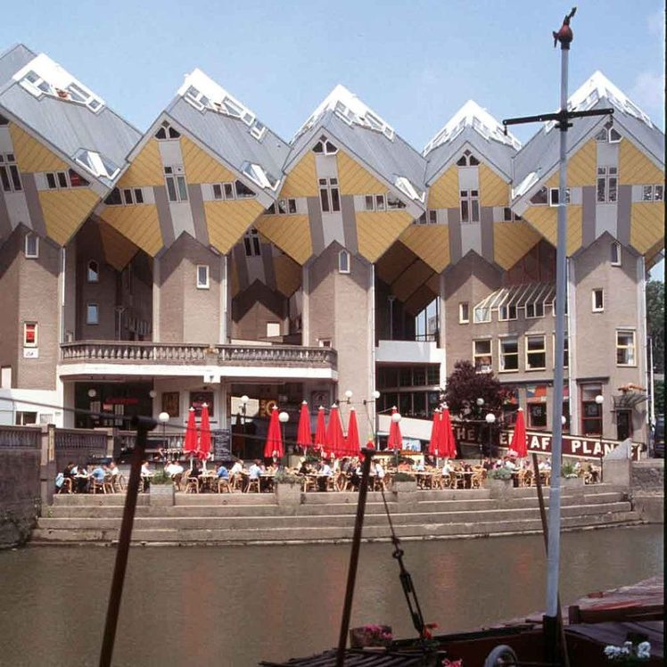 800px-Rotterdam_Kubushaeuser_20010606